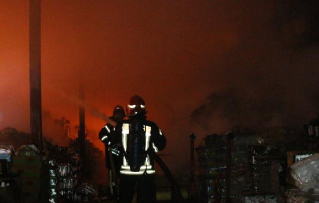 آتش سوزی انبار مواد غذایی رشت