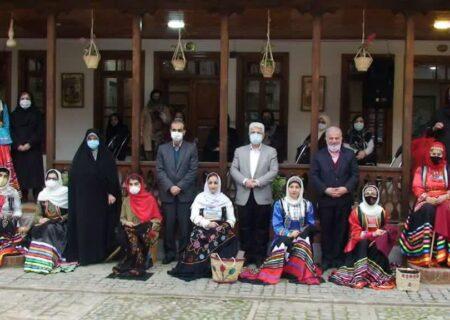 برگزاری آیین دوخت سنتی رشتی دوزی در خانه میرزا