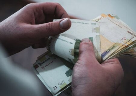 رئیس سازمان برنامه و بودجه جزئیات افزایش حقوق ۱۴۰۱ را اعلام کرد