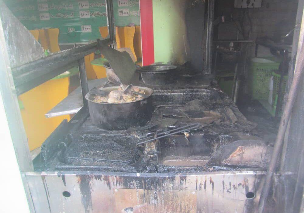 آتش در مغازه اغذیه فروشی