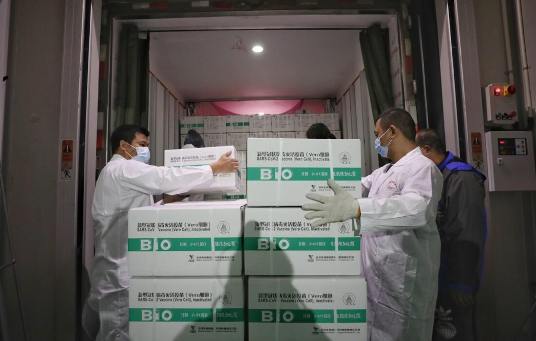 ورود ۴۰۰ هزار دوز واکسن چینی سینوفارم به ایران