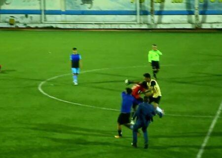 زد و خورد شدید بازیکنان امید گناوه در تبریز