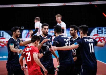 برد ملی پوشان والیبال در برابر لهستان